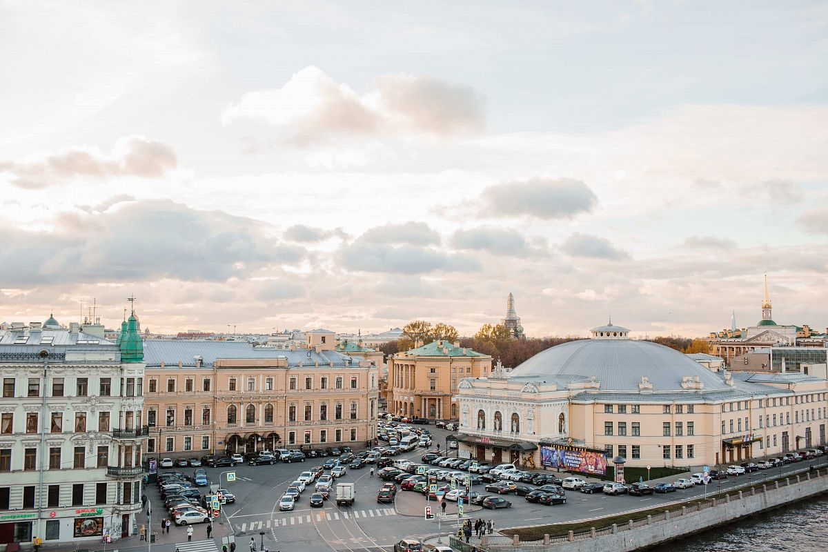 Individual excursion of the roofs of St. Petersburg